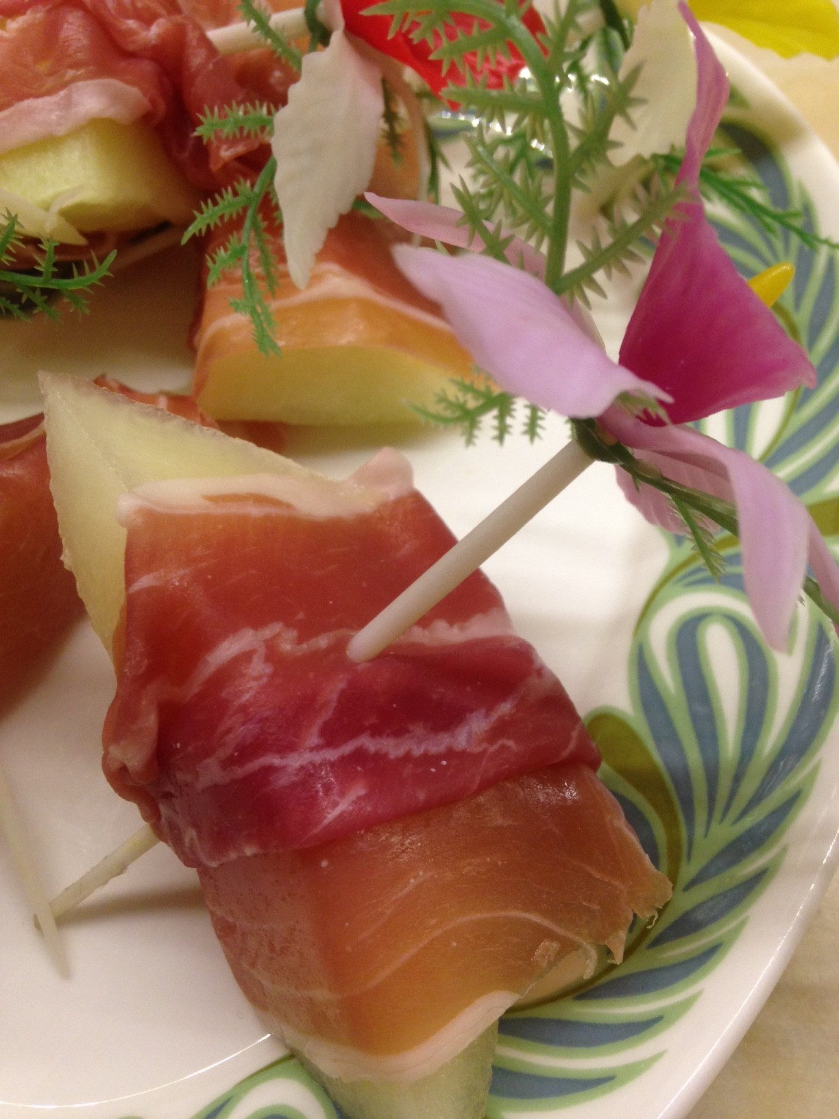 Joan crawford 39 s prosciutto canapes silver screen suppers for Prosciutto and melon canape