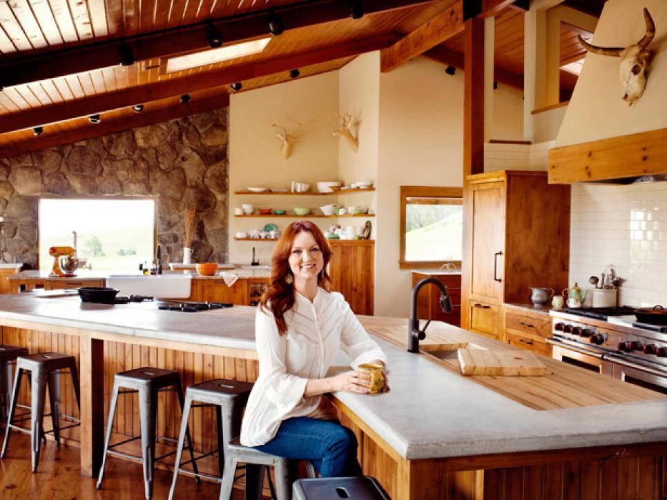 FNM-090111_Star-Kitchen-011_s4x3.jpg.rend.hgtvcom.966.725