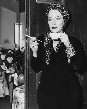 Gloria Swanson's Champagne Cocktail